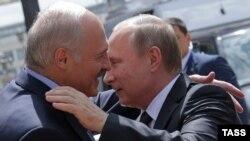 Александр Лукашенко и Владимир Путин во время встречи в Минске 8 июня 2016
