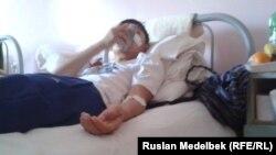 Максат Досмагамбетов в больнице после операции по поводу раковой опухоли. Алматы, 3 июля 2014 года.