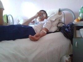 Мақсат Досмағамбетов операциядан соң ауруханада. Алматы, 3 шілде 2014 жыл.