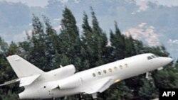 به گزارش یک خبرگزاری ایرانی، جنگنده های این کشور يک فروند هواپيمای غربی را مجبور به فرود در يکی از فرودگاه های ایران کرده اند.