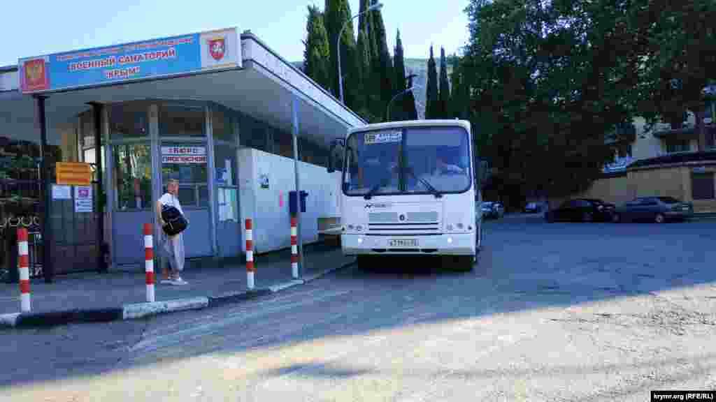 Місцева автостанція, звідки можна поїхати в Ялту, Алушту і Сімферополь