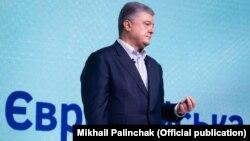 Очолює список п'ятий президент України Петро Порошенко