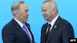 Президент Казахстана Нурсултан Назарбаев (слева) и президент Узбекистана Ислам Каримов (справа).
