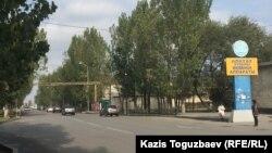 Центральная улица Алатауского района города Алматы.