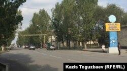 Алматының Алатау ауданындағы көшелердің бірі (Көрнекі сурет).