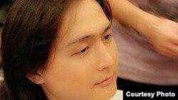 Живущий в Китае певец Арай Айдархан.