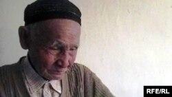 Ахметбек Нурманов, бывший солдат Туркестанского легиона. Поселок Уил Актюбинской области, 21 октября 2009 года.