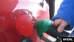 گاز طبيعی فشرده (سیانجی) بيشتر در وسايل نقليه عمومی و تاکسیها استفاده میشود