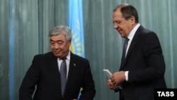 Министр иностранных дел Казахстана Ерлан Идрисов во время встречи с российским коллегой Сергеем Лавровым.