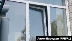 Окно, через которое воры проникли в лабораторию