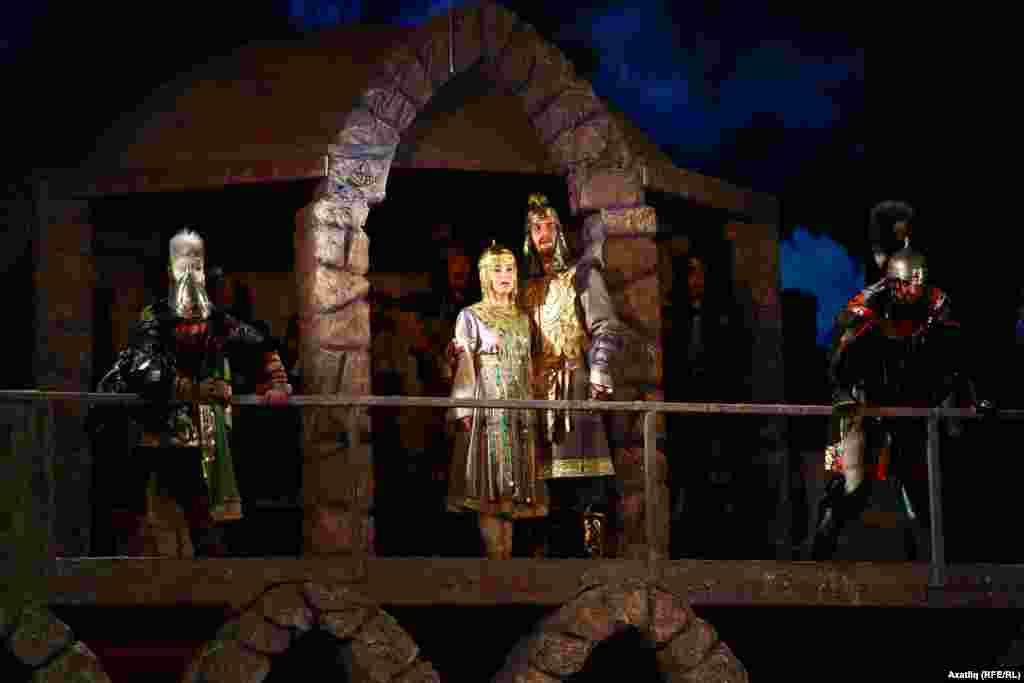 Болгар ханы кызы - Нәргизә һәм аның сөйгәне - Турыбатыр