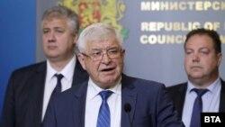 Министърът на здравеопазването Кирил Ананиев обявява резултатите след срещата при премиера.
