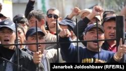 Gyrgyzystandaky protestlerden bir bölek