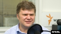 Yabloko chairman Sergei Mitrokhin speaking to RFE/RL's Russian Service in September 2009.