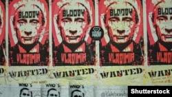 Плакати на Берлінській стіні із зображенням президента Росії Володимира Путіна та написом «кривавий Володимир». Берлін, 26 серпня 2018 року