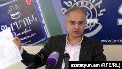Armenia -- Opposition leader Levon Zurabian at a press conference. 15Dec., 2015