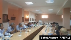 Kyrgyzstan - opposition round table about Constitution, Bishkek, 2 Aug 2016