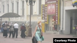 A woman in Moscow wears a protective mask in the thick smog.