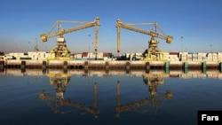 Краны в порту Бендер-э Имам Хомейни в иранской провинции Хузестан