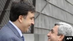 Михеил Саакашвили (слева) и Серж Саркисян, Тбилиси, 30 сентября 2008