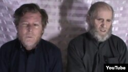 Два профессора Американского университета Афганистана — американец Кевин Кинг и австралиец Тим Уикс — на кадре видео, снятого после их захвата в 2016 году в плен талибами.