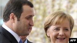 Cancelarul Angela îl întîmpină la Berlin pe Vlad Filat