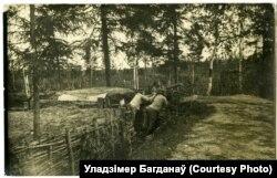 Нямецкія кулямётчыкі ў акопе на пазыцыі ля вёскі Мажэйкі, 1916 год