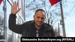 Руслан Трубач біля Київського районного суду, після чергового засідання