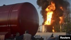 Фото пожежі на нафтобазі під Києвом, 8 червня 2015 року