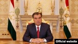 Президент Таджикистана Эмомали Рахмон выступает с новогодним обращением.