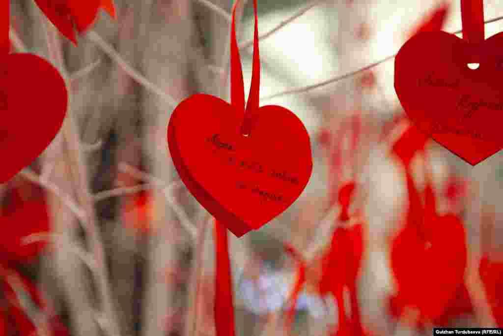 Биздин заманга чейинки 269-жылы 14-февралда Рим императору Клавдий сүйүшкөндөрдү жашыруун баш коштуруп жүргөн чиркөө кызматкери Валентинди өлүм жазасына буюрган. Ошондон тартып бул күн Ыйык Валентин күнү деп аталып калган.