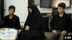 خانواده علی چراغی که توسط ماموران پیمانکاری شهرداری تهران کشته شد.