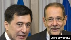EU foreign policy chief Javier Solana (right) meets with Uzbek Foreign Minister Vladimir Norov in Brussels.
