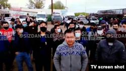 Узбекские мигранты на российско-казахстанской границе. Май 2020 года.