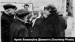 Перший мітинг пам'яті за єврейськими жертвами Бабиного Яру. Стоп-кадр із зйомок Едуарда Тімліна. Архів Аміка Діаманта