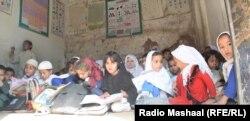 Učenici u školi u Pešavaru