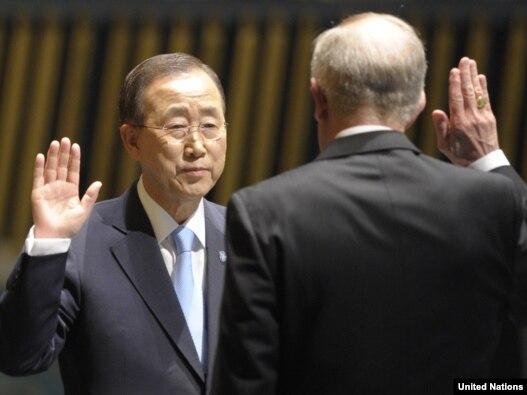 مراسم سوگند بان کیمون برای دور دوم دبیرکلی خود در سازمان ملل متحد. ۲۱ ژوئن ۲۰۱۱.