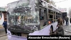 Тролейбус після обстрілу у Донецьку. 22 січня 2015 року