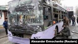 Тролейбус, обстріляний у Донецьку вранці 22 січня