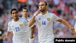 İlk dəqiqədə hesabı açan erməni futbolçu Yura Movsisyan