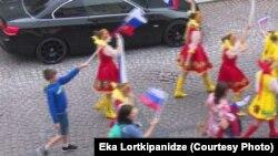 Инга Шамилашвили была уволена 26 маяв связи с появлением российских флагов на шествии в Батумив честь Дня независимости Грузии
