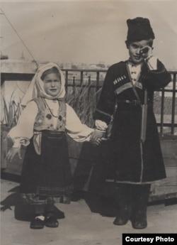 Дети Л.Ганчикова Анюта и Андрюша, 1946