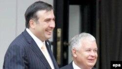После встречи в Варшаве с Михаилом Саакашвили Лех Качинский заявил, что Польша заинтересована в скорейшем вступлении Украины и Грузии в НАТО