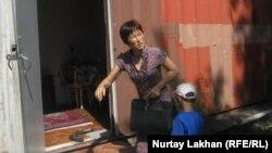 Бәтес Тұрғанбаева тұрып жатқан контейнер. Алматы, Алатау ауданы 7 маусым 2012 жыл.