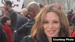 الناطقة بلسان المعارضة المصرية بواشنطن سينتيا فرحات