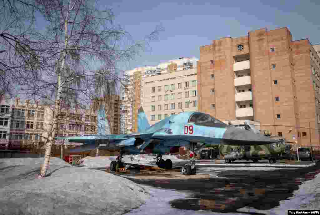 A SU-34 military jet is seen in a yard amid apartment blocks in Moscow on March 15. (AFP/Yuri Kadobnov)
