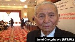 Сүйүн Караев Кыргыз каганаты боюнча эл аралык жыйында. Бишкек, 15-ноябрь, 2013.
