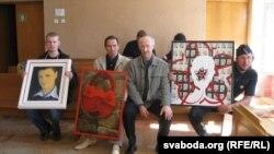 У Смаргонскім судзе: актывіст Уладзімер Шульжыцкі, мастак Валянцін Варанішча, Генадзь Драздоў, Алесь Пушкін, 2012 год