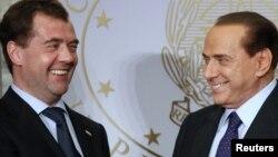 Президент России Дмитрий Медведев и бывший премьер Италии Сильвио Берлускони