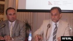 Bivši potpredsjednik Vlade Damir Polančecc i predsjednik Uprave Podravke Darko Marinac na konferenciji za novinare u listopadu 2009.. Foto: Enis Zebić